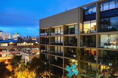 EXECUTIVE NEW YORK-STYLE RESIDENCE IN THE HEART OF VIBRANT SURRY HILLS