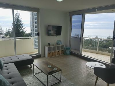 Immaculate furnished apartment opposite the beach