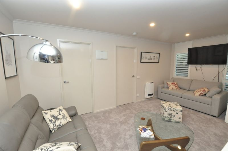 FULLY FURNISHED Stylish Ground Floor Apartment in the Heart of Southbank!
