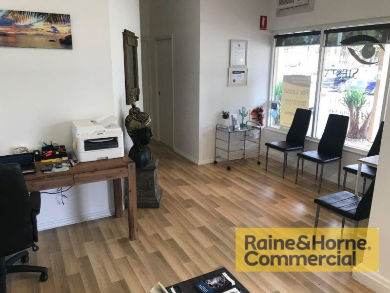46sqm Well Presented Retail/Office Space - Metres from Moreton Bay