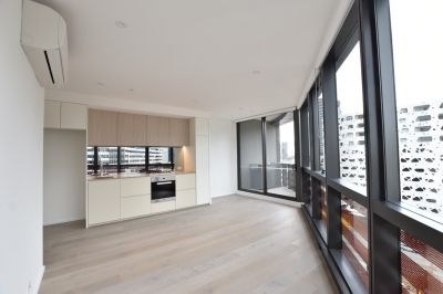 883 Collins: Superb BRAND NEW One Bedroom Apartment!