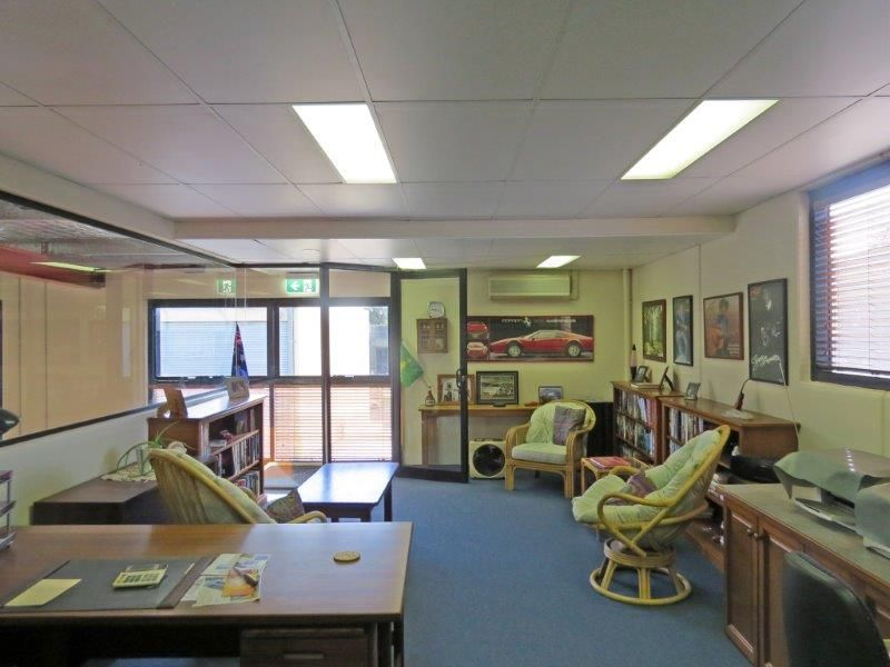 EXCEPTIONALLY PRESENTED INDUSTRIAL UNIT - SOLD