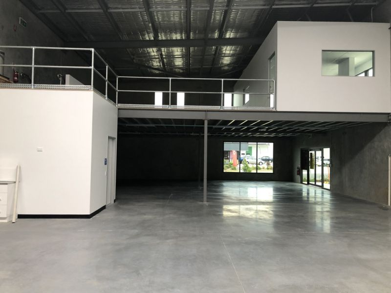 Quality Retail/Showroom with High Exposure