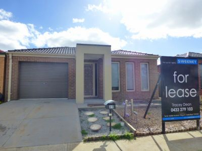 Fantastic home 3 bedroom low maintenance home easily accessible to everything!