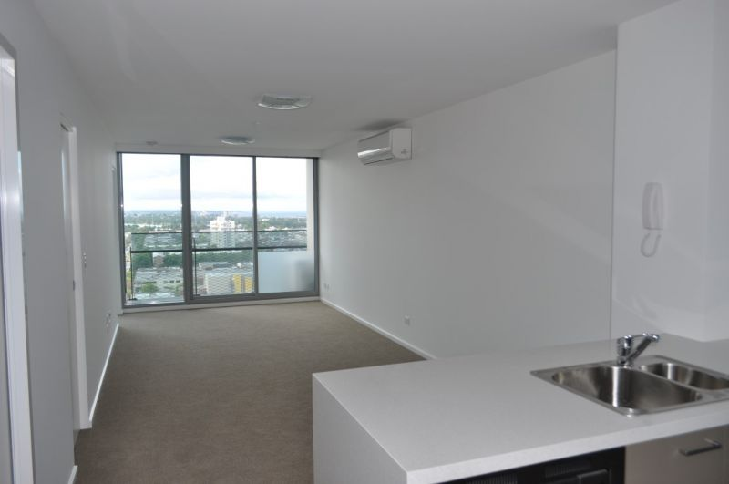 MAINPOINT: 21st Floor - Modern & Spacious Two Bedroom Beauty!