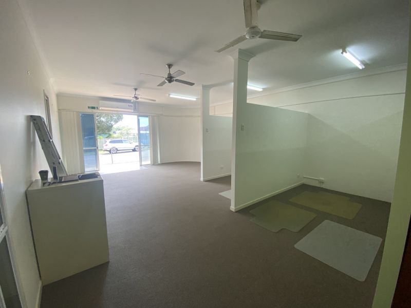 HIGHLY EXPOSED OFFICE/SHOWROOM FOR SALE IN CONVENIENT LOCATION