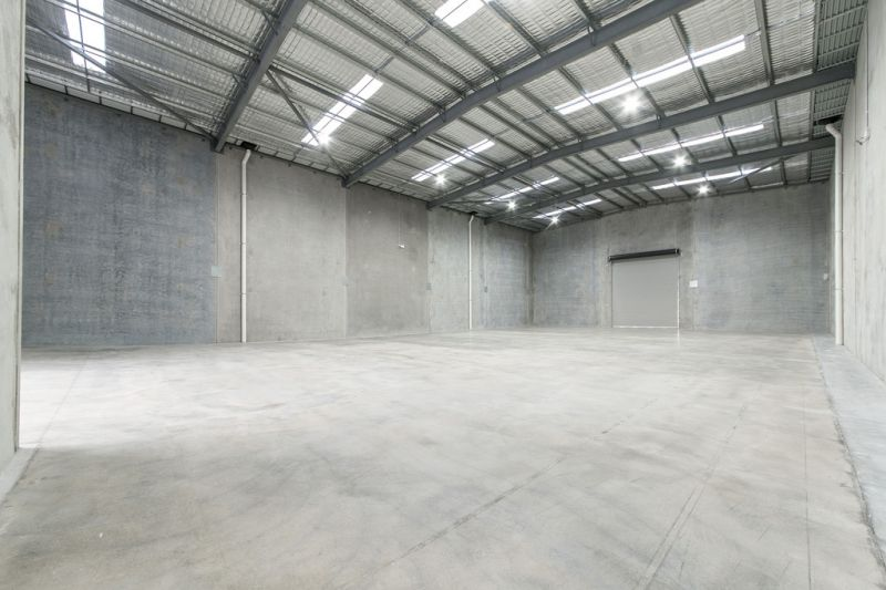 OFFICE / WAREHOUSE WITH SEPARATE ACCESS & PARKING - PLUS RARE 85SQM CONCRETE YARD