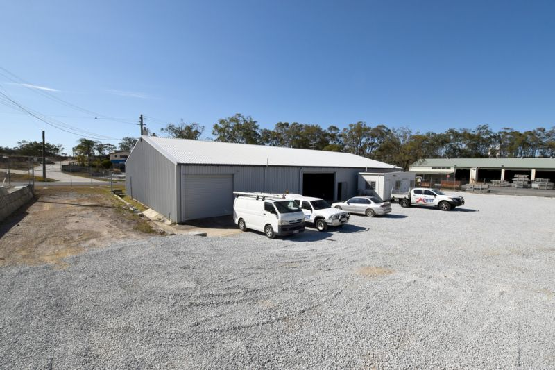 :: TENANTED INVESTMENT - LIGHT INDUSTRIAL SITE WITH SUBSTANTIAL SHED / OFFICES  (10 IMAGES)