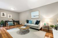 Large, Bright and Modern Townhouse, Moments to all Amenities