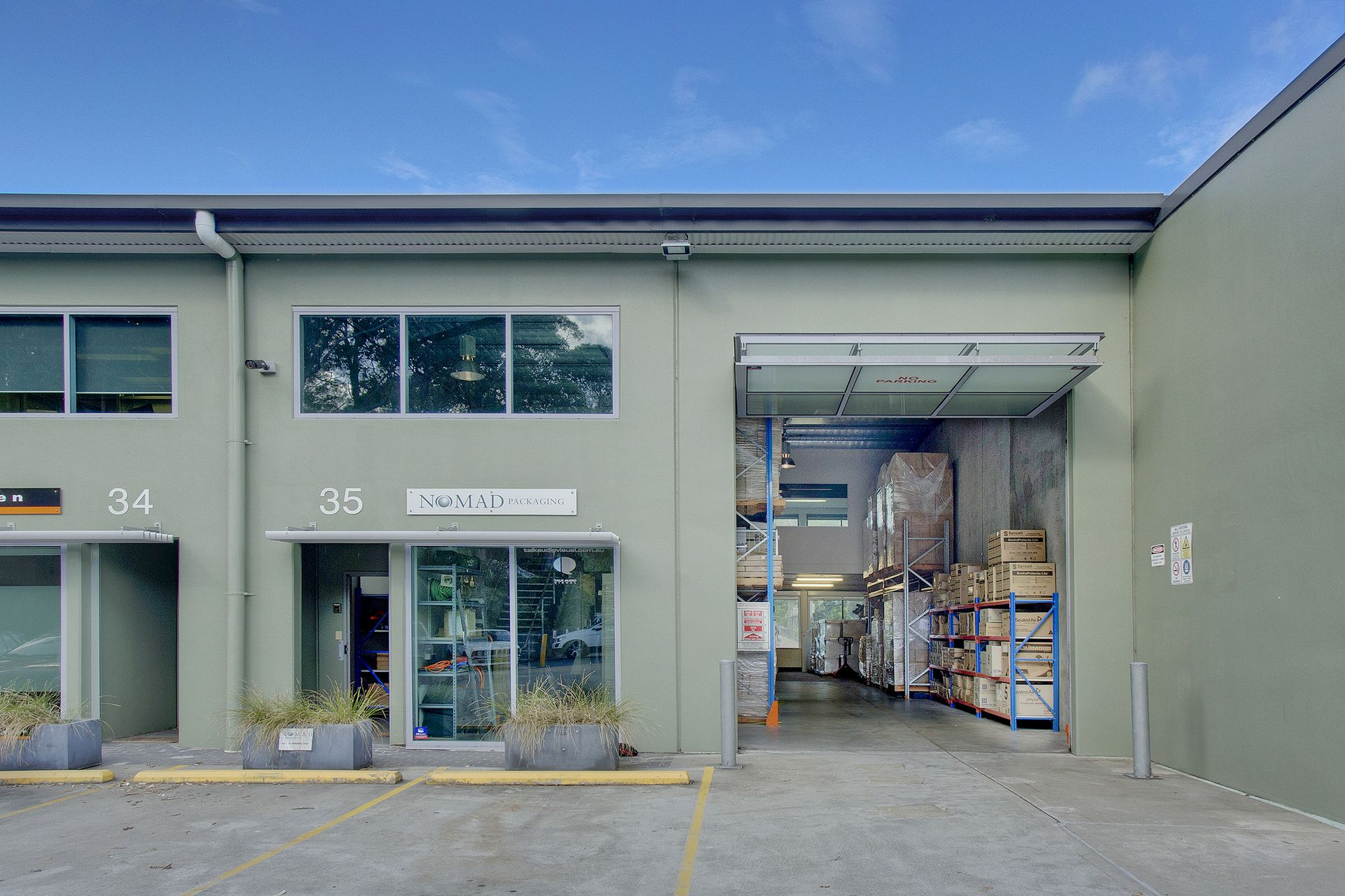 Exceptional Hi-Bay Office Warehouse