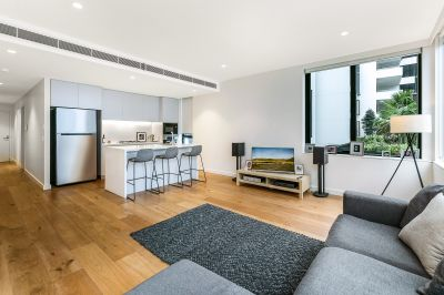 Sundrenched and Spacious in Walk to Station Locale