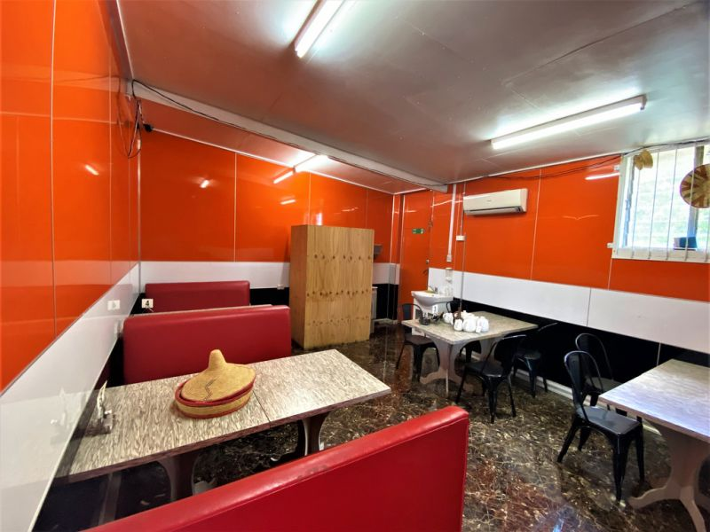 FULLY FITTED RESTAURANT WITH COMMERCIAL KITCHEN