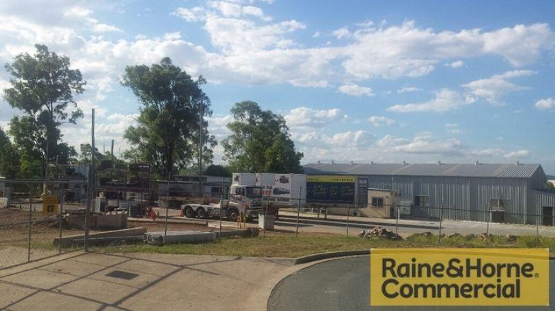 Contractors Yard Minutes To the Ipswich Motorway
