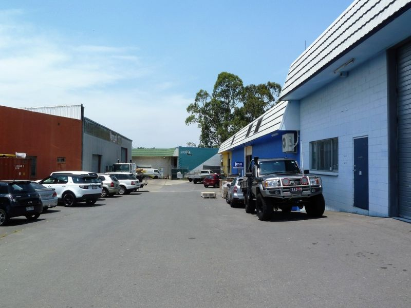 WAREHOUSE/ OFFICE IN UNDERWOOD 852m2*