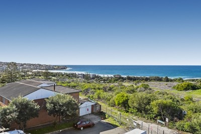 North facing coastal views | Super spacious apartment!