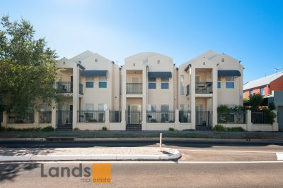 Superb Townhouse in Mawson Lakes.