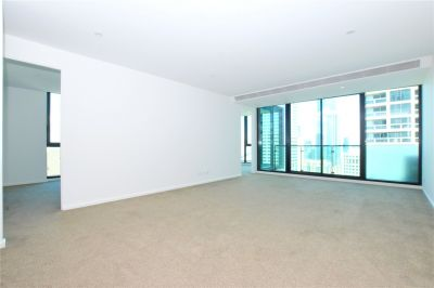 Melbourne One: 29th Floor - Light Filled Three Bedroom with Great Views!