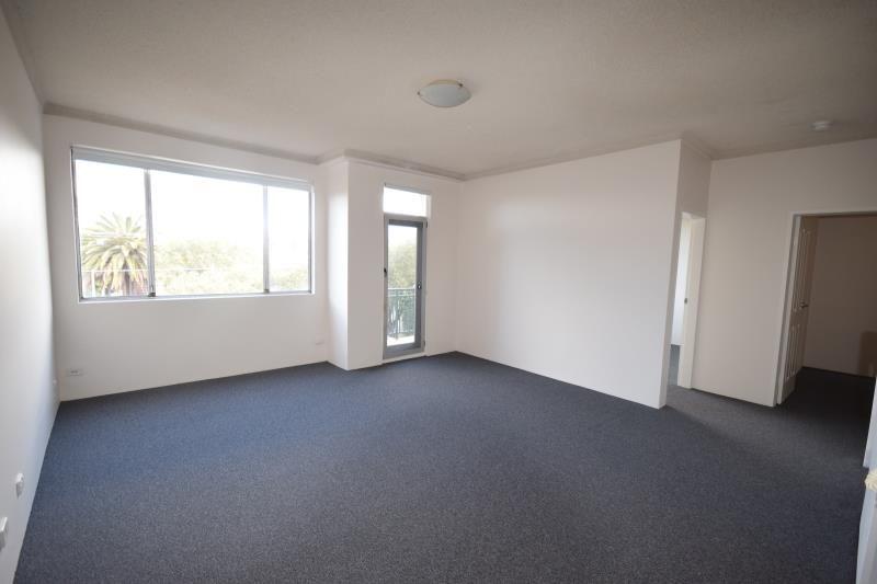 Sunny 2 Bedroom Apartment; Convenient Location