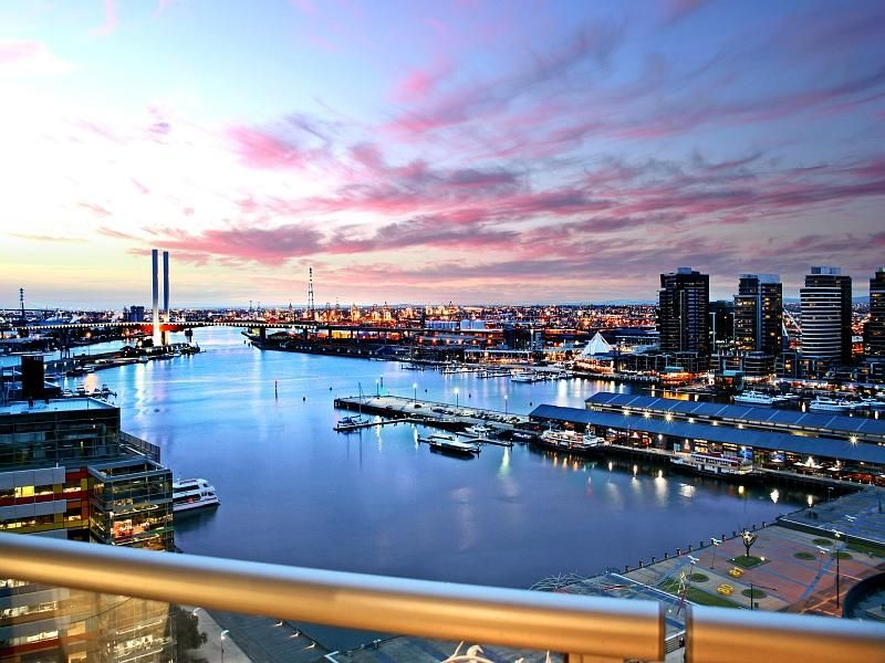 Victoria Point: 15th Floor - FULLY FURNISHED - High Above The Harbour!