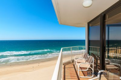 Absolute Beachfront 2bed with Stunning Views