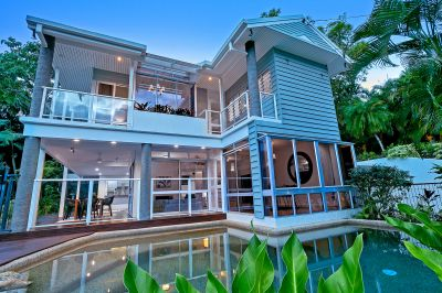Gorgeous Tropical Living with Stunning Views