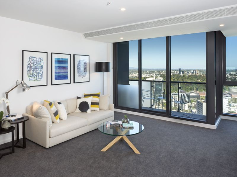 Southbank Grand: Spacious Two Bedroom, Two Bathroom with Carpark & Study Area!
