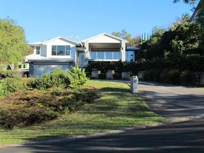 Modern Family Home In A Quiet Street With Range Views - Only 5 mins To CBD.
