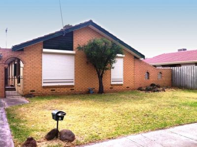 3 BEDROOM SECURE FAMILY HOME !!