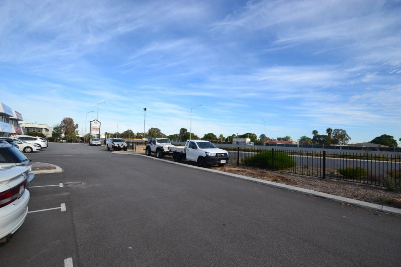Stand out location! Direct exposure to Leach Highway