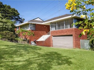 Grand Entertaining Family Home and views, Top location !!