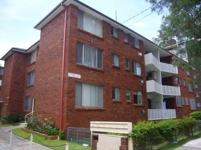 LARGE APARTMENT IN BEST BUILDING! -$290,000ONO