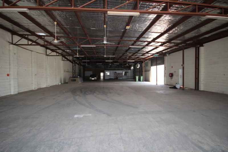 Showroom Warehouse with Unbeatable Exposure - $68/m2!!