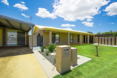 GREAT FAMILY HOME WITH TEENAGE RETREAT OR TO RUN A HOME BUSINESS!