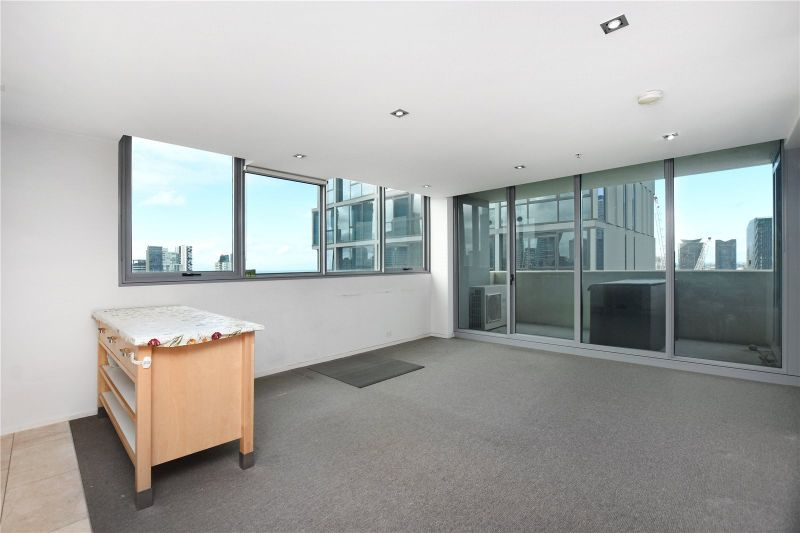 Stunning Two Bedroom Apartment in the Heart of Melbourne!