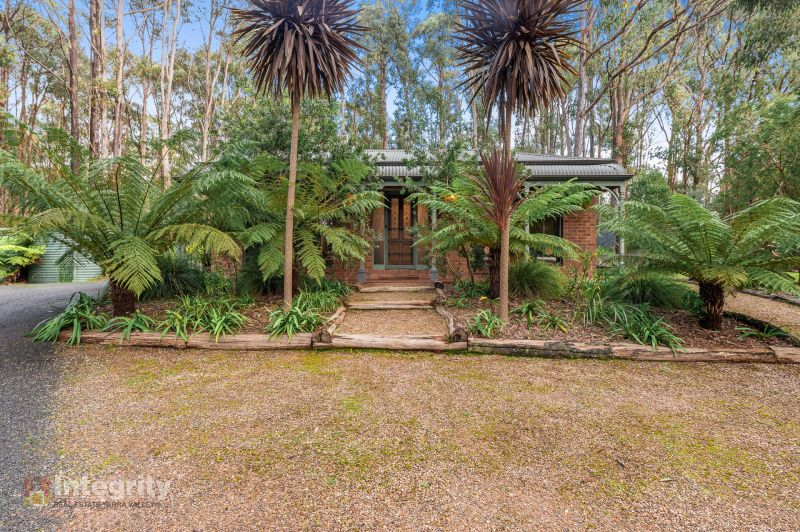 IMMACULATE HOME IN LEAFY SURROUNDS ON 2.6 ACRES