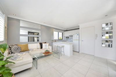 Stylish Beachside Apartment in Perfect Location