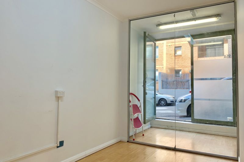 Modern Commercial Window Front Shop include Parking - Suitable for Retail & Office & Barber shop!