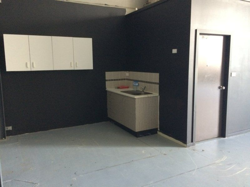 MODERN, HIGH CLEARANCE UNIT IN VERY TIDY COMPLEX!
