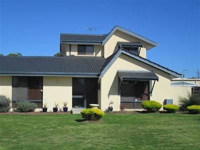 FULLY FURNISHED FAMILY HOME WITH SWIMMING POOL!