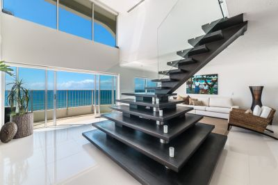 Stunning 243m2 Beachfront Penthouse - Unbeatable Value