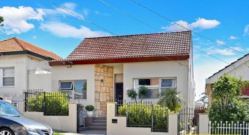 Large  Fully Furnished Family Home 100M From The Station!