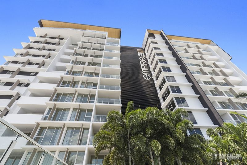 11th Floor Riverfront Luxury