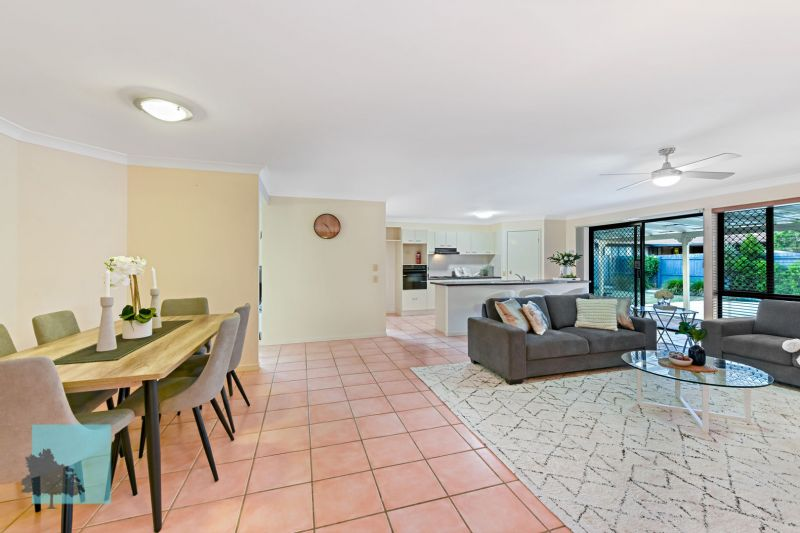 PERFECTLY LOCATED IN QUIET & FRIENDLY NEIGHBOURHOOD!>