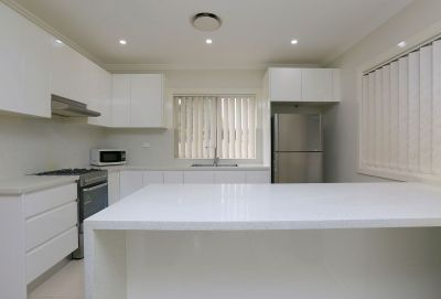 Two bedroom flat in convenient location!!