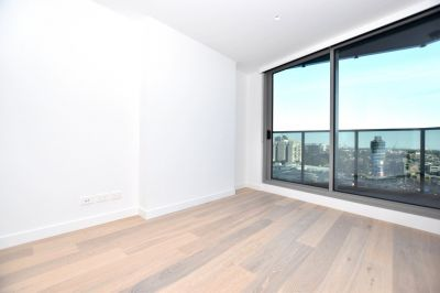 Marco: Stunning Near New One Bedroom Plus Study Apartment!