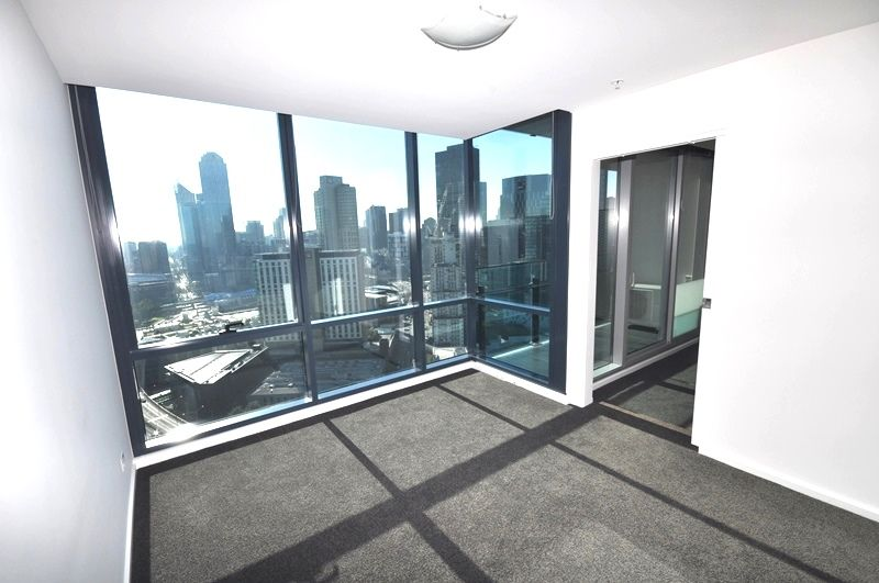 MAINPOINT 31st Floor - Modern & Spacious Two Bedroom Southbank Haven!