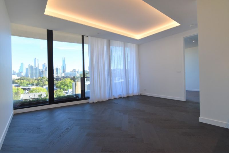 Two Bedroom Apartment with Carpark and Stunning City Views!
