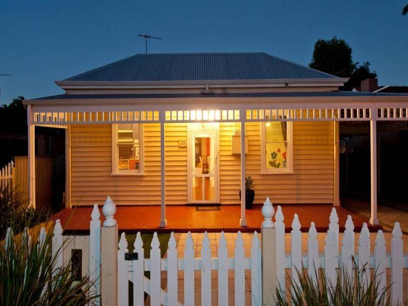 Fully Renovated Weatherboard with Seamless Finish