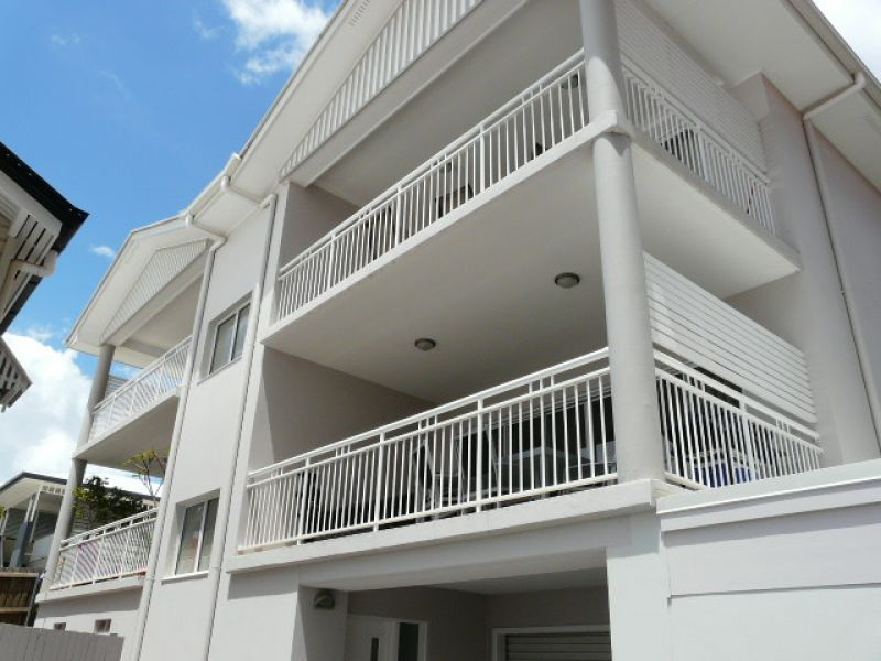 3 BEDROOM UNIT IN GREAT LOCATION - 2 Units Available