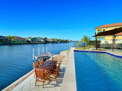 Looking for a Large and Impressive Home North to Water???